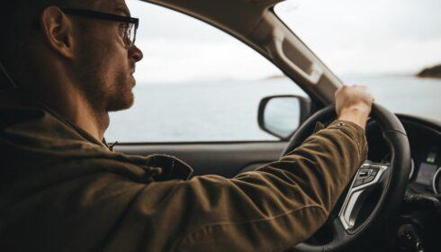 TST exclui condenação por dano existencial a motorista que trabalhava 15 horas diárias