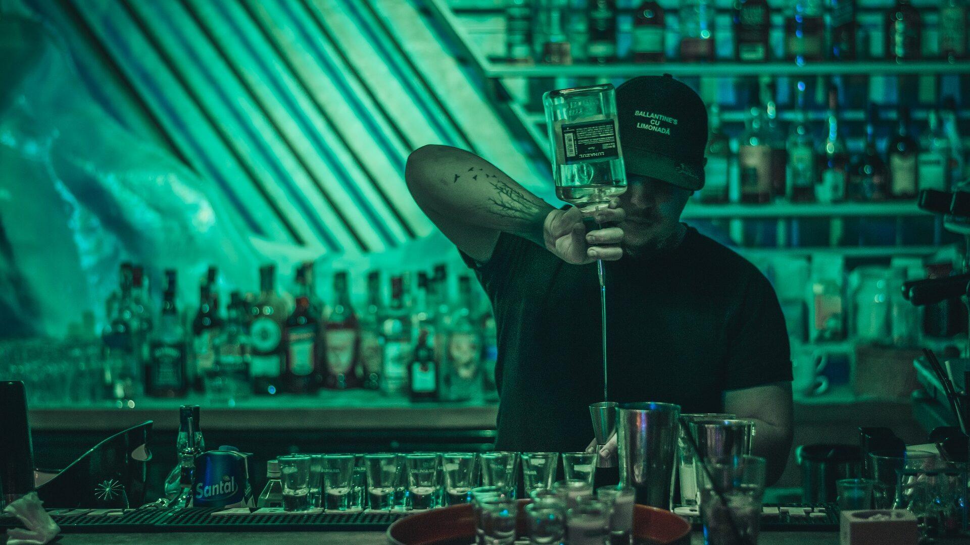 Negado reconhecimento de vínculo de emprego entre barman e empresa de eventos
